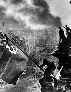 Soviéticos sobre el Reichstag