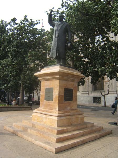 Monumento a Jorge Alessandri en la Plaza de la Constitución de Santiago de Chile.